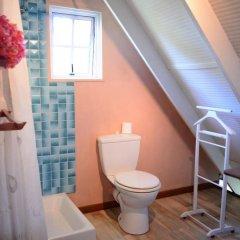 Отель Maison Te Vini Holiday home 3 Французская Полинезия, Пунаауиа - отзывы, цены и фото номеров - забронировать отель Maison Te Vini Holiday home 3 онлайн ванная фото 2