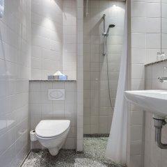 Отель Best Western Plus Hotel City Copenhagen Дания, Копенгаген - 1 отзыв об отеле, цены и фото номеров - забронировать отель Best Western Plus Hotel City Copenhagen онлайн ванная фото 2