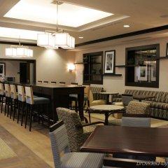 Отель Hampton Inn by Hilton Toronto Airport Corporate Centre Канада, Торонто - отзывы, цены и фото номеров - забронировать отель Hampton Inn by Hilton Toronto Airport Corporate Centre онлайн гостиничный бар