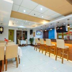 Отель Alejandra Hotel Филиппины, Макати - отзывы, цены и фото номеров - забронировать отель Alejandra Hotel онлайн питание фото 2
