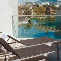 Отель Hesperia Fira Suites бассейн