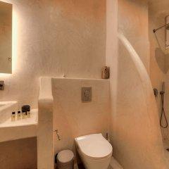 Отель The Muse Of Santorini - Jacuzzi Suites Греция, Остров Санторини - отзывы, цены и фото номеров - забронировать отель The Muse Of Santorini - Jacuzzi Suites онлайн ванная