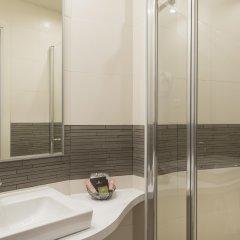 Отель Hôtel Le Beaugency Франция, Париж - 8 отзывов об отеле, цены и фото номеров - забронировать отель Hôtel Le Beaugency онлайн ванная
