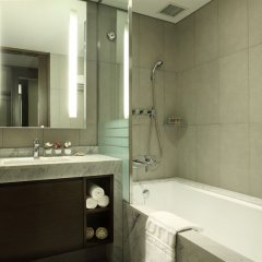 Отель Lotte City Hotel Gimpo Airport Южная Корея, Сеул - отзывы, цены и фото номеров - забронировать отель Lotte City Hotel Gimpo Airport онлайн ванная фото 2