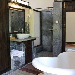 Отель The Begnas Lake Resort & Villas Непал, Лехнат - отзывы, цены и фото номеров - забронировать отель The Begnas Lake Resort & Villas онлайн ванная фото 2