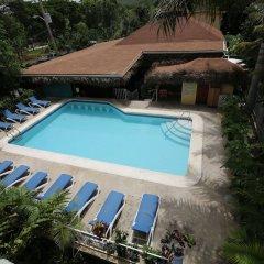 Отель Seastar Inn бассейн
