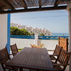 Ericeira Chill Hill Hostel & Private Rooms - Sea Food питание