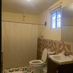 Отель Yvonne's Hotel Федеративные Штаты Микронезии, Понпеи - отзывы, цены и фото номеров - забронировать отель Yvonne's Hotel онлайн ванная фото 2