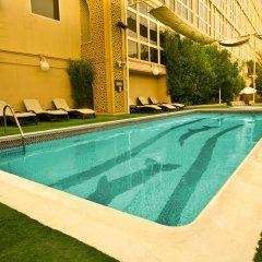 Arabian Courtyard Hotel & Spa бассейн