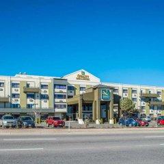 Отель Quality Inn & Suites Denver Stapleton парковка