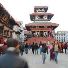 Отель Travellers Dorm Bed & Breakfast Непал, Катманду - отзывы, цены и фото номеров - забронировать отель Travellers Dorm Bed & Breakfast онлайн городской автобус