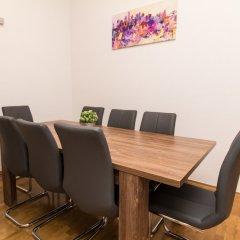 Отель CheckVienna - Apartment Familienplatz Австрия, Вена - отзывы, цены и фото номеров - забронировать отель CheckVienna - Apartment Familienplatz онлайн помещение для мероприятий фото 2