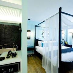 Отель Wave сейф в номере