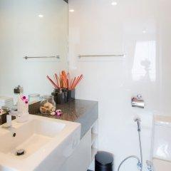 Отель Surin Loft by Holiplanet Таиланд, Камала Бич - отзывы, цены и фото номеров - забронировать отель Surin Loft by Holiplanet онлайн ванная