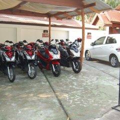Отель Baan Sukreep Resort парковка