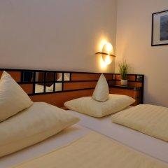 Отель Villa Waldperlach Германия, Мюнхен - отзывы, цены и фото номеров - забронировать отель Villa Waldperlach онлайн сейф в номере