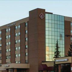 Отель The Glenmore Inn & Convention Centre Канада, Калгари - отзывы, цены и фото номеров - забронировать отель The Glenmore Inn & Convention Centre онлайн вид на фасад