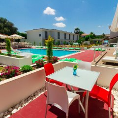 Vela Garden Resort Турция, Чешме - отзывы, цены и фото номеров - забронировать отель Vela Garden Resort онлайн бассейн фото 3