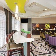 Отель La Quinta Inn & Suites Dallas North Central гостиничный бар