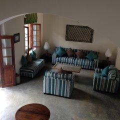 Отель Khalids Guest House Galle комната для гостей фото 2