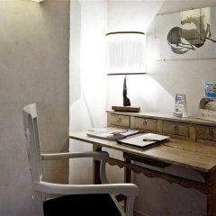 Отель J and J удобства в номере