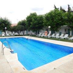 Отель Hostal Las Cumbres Испания, Кониль-де-ла-Фронтера - отзывы, цены и фото номеров - забронировать отель Hostal Las Cumbres онлайн бассейн