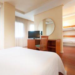 Отель Tryp Madrid Chamartin Испания, Мадрид - 1 отзыв об отеле, цены и фото номеров - забронировать отель Tryp Madrid Chamartin онлайн удобства в номере