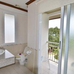 Отель First Bungalow Beach Resort Таиланд, Самуи - 6 отзывов об отеле, цены и фото номеров - забронировать отель First Bungalow Beach Resort онлайн ванная фото 2
