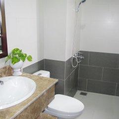 Отель Aroma Homestay & Spa ванная фото 2