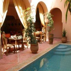 Отель Riad Azenzer бассейн фото 2