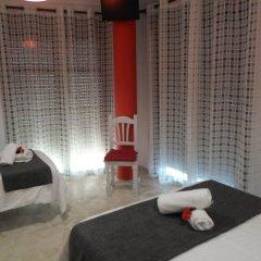 Отель Hostel Conil Испания, Кониль-де-ла-Фронтера - отзывы, цены и фото номеров - забронировать отель Hostel Conil онлайн фитнесс-зал