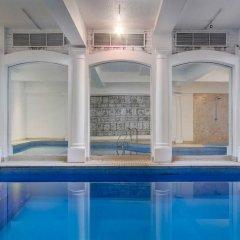 Отель Henry VIII бассейн