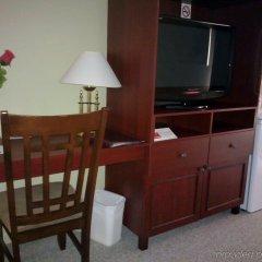 Отель Econo Lodge Montmorency Falls Канада, Буашатель - отзывы, цены и фото номеров - забронировать отель Econo Lodge Montmorency Falls онлайн удобства в номере фото 2