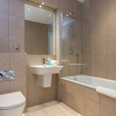 Отель 2 Bedroom Flat With Free Wifi ванная фото 2