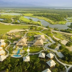 Отель Indura Beach & Golf Resort, Curio Collection by Hilton пляж фото 2