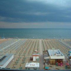 Отель Artide Италия, Римини - 1 отзыв об отеле, цены и фото номеров - забронировать отель Artide онлайн пляж фото 2