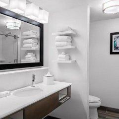 Отель Hampton Inn & Suites Los Angeles/Hollywood США, Лос-Анджелес - 8 отзывов об отеле, цены и фото номеров - забронировать отель Hampton Inn & Suites Los Angeles/Hollywood онлайн ванная