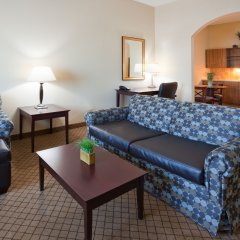 Holiday Inn Express Hotel and Suites Mankato East комната для гостей фото 5