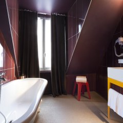 Отель Josephine By Happyculture Париж ванная фото 2