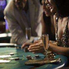 Отель Renaissance Curacao Resort & Casino бассейн