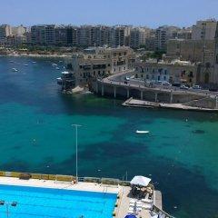 Отель St. Julians Bay Hotel Мальта, Баллута-бей - 1 отзыв об отеле, цены и фото номеров - забронировать отель St. Julians Bay Hotel онлайн приотельная территория фото 2