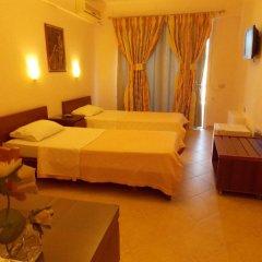 Hotel Oasis сейф в номере