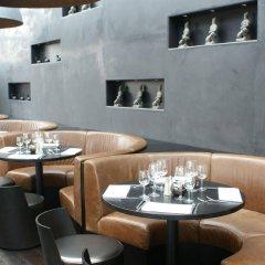 Отель XO Hotels Blue Tower гостиничный бар
