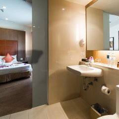 Отель On8 Sukhumvit Nana Bangkok By Compass Hospitality Бангкок ванная
