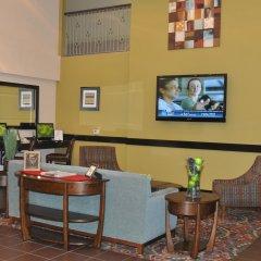 Отель Holiday Inn Express & Suites Sarasota East гостиничный бар