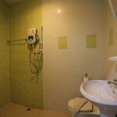 Отель Lucky Lek's Guesthouse ванная фото 2