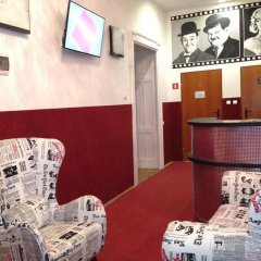 Отель B Movie Guest Rooms интерьер отеля