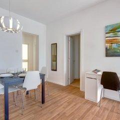 Отель Modern 2 Bedroom Seaview Apartment Мальта, Слима - отзывы, цены и фото номеров - забронировать отель Modern 2 Bedroom Seaview Apartment онлайн комната для гостей фото 2