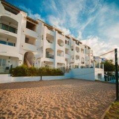 Отель Holiday Centre Apartments Испания, Санта-Понса - отзывы, цены и фото номеров - забронировать отель Holiday Centre Apartments онлайн спортивное сооружение