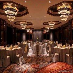 Отель The Roseate New Delhi